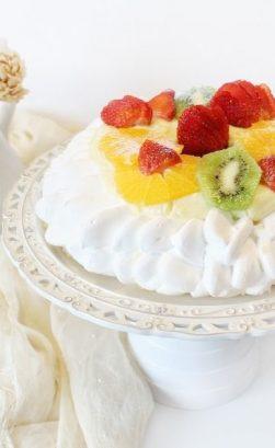 Pavlova con frutta fresca