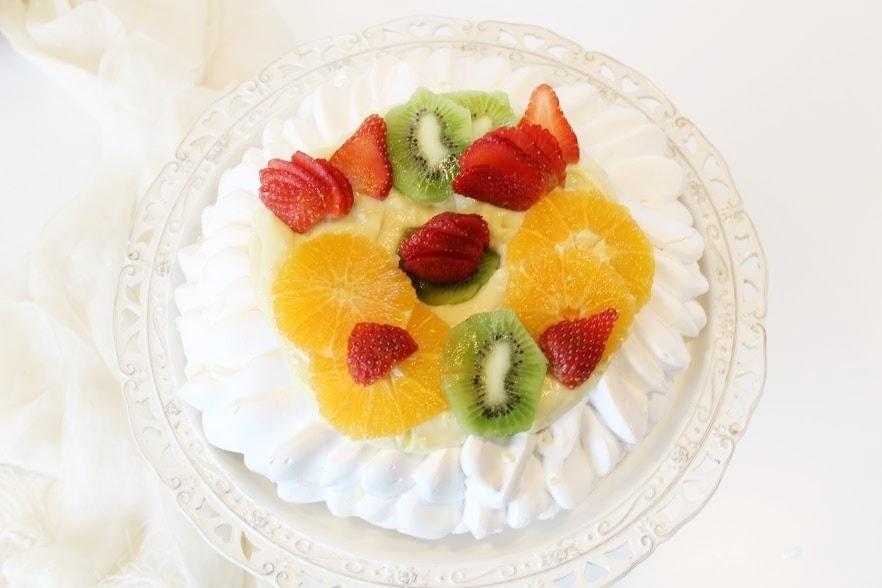 Pavlova con frutta e fresca