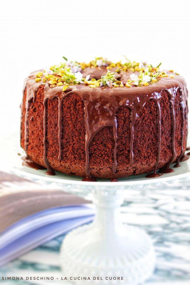 pistacchi sopra chiffon cake al cioccolato