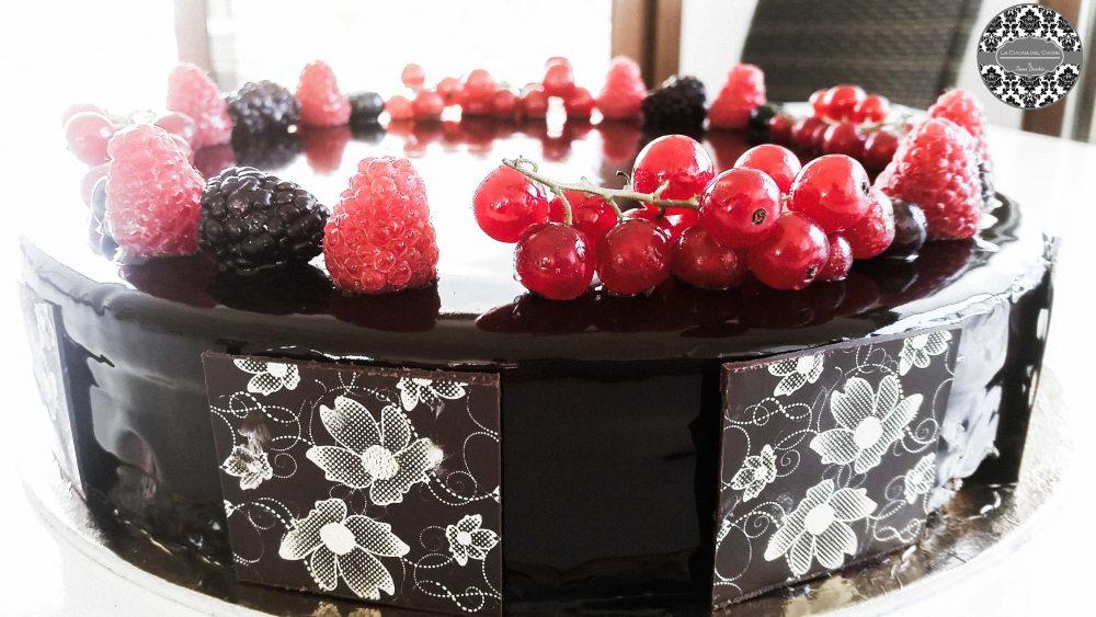 torta al cioccolato e frutta