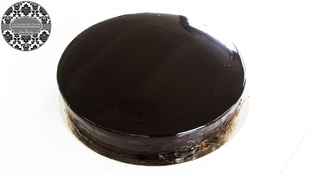 torta al cioccolato glassaggio
