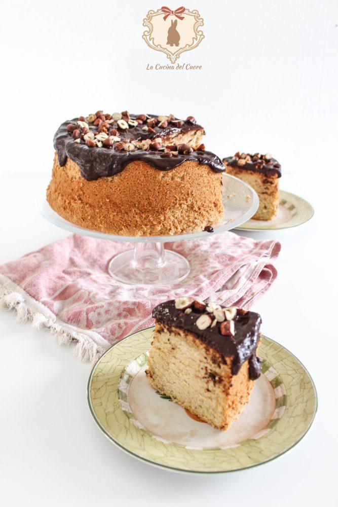 Chiffon cake al cioccolato e nocciole