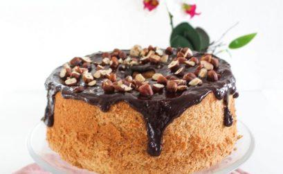 Chiffon cake al cioccolato e nocciole ricetta