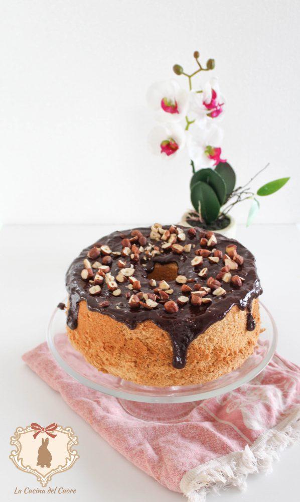 Chiffon cake al cioccolato e nocciole come realizzarla