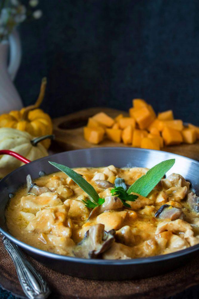 Spezzatino di pollo con zucca e funghi