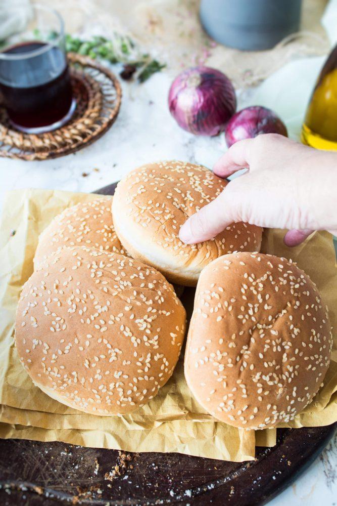 Come realizzare i burger buns