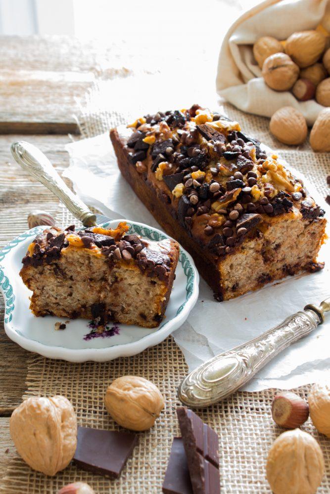 Plumcake al cioccolato, frutta secca e banane procedimento