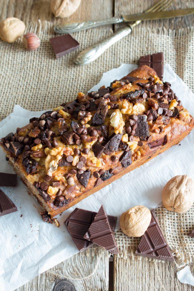 Plumcake al cioccolato, frutta secca e banane ricetta e procedimento