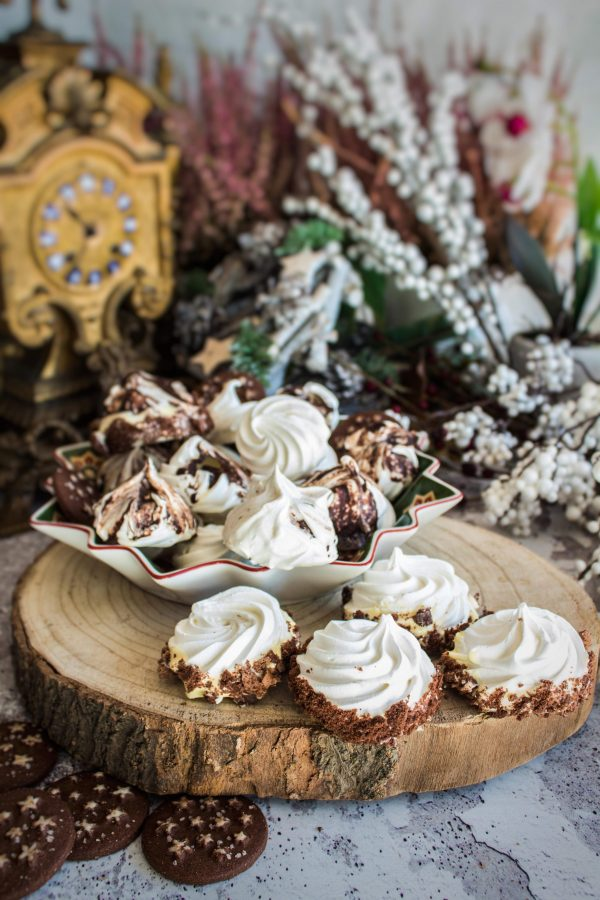 Meringhe al pandistelle e cioccolato