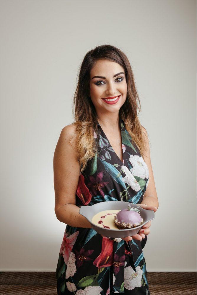 Simona Deschino con il dessert creato in esclusiva per Sava Hotel e Restort